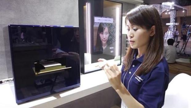 new-panasonic-smart-mirror-can-3d-print-customized-makeup-3